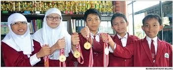 SANG JUARA: Lima siswa SD Al Ya'lu meraih prestasi nasional mengalahkan 5 ribu sekolah se-Indonesia.